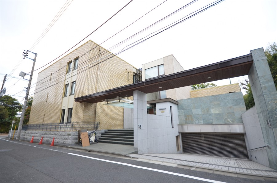 Shoto Hilltop House