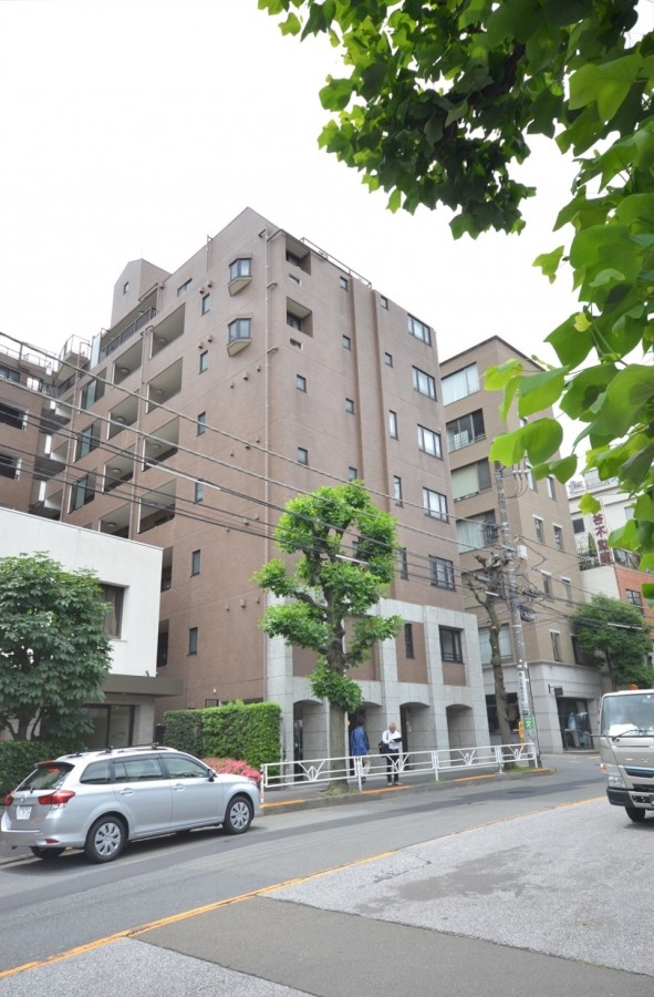 Wisteria Court Daikanyama